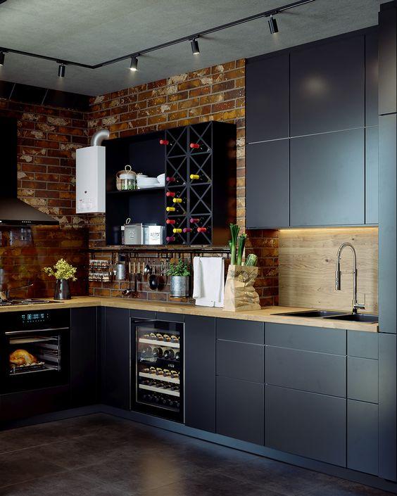Темная кухня в интерьере лофта
